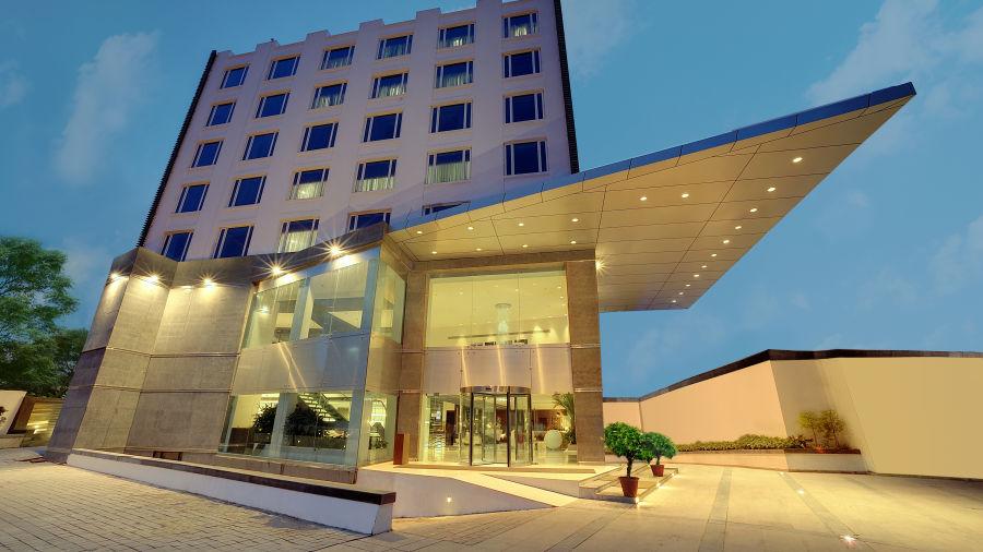 Hotel Exterior Bldg
