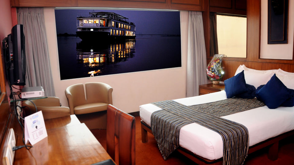 Hotel in Kolkata  Stateroom River Rooms in Polo Calcutta Boathouse  Hotel Rooms in Kolkata 1