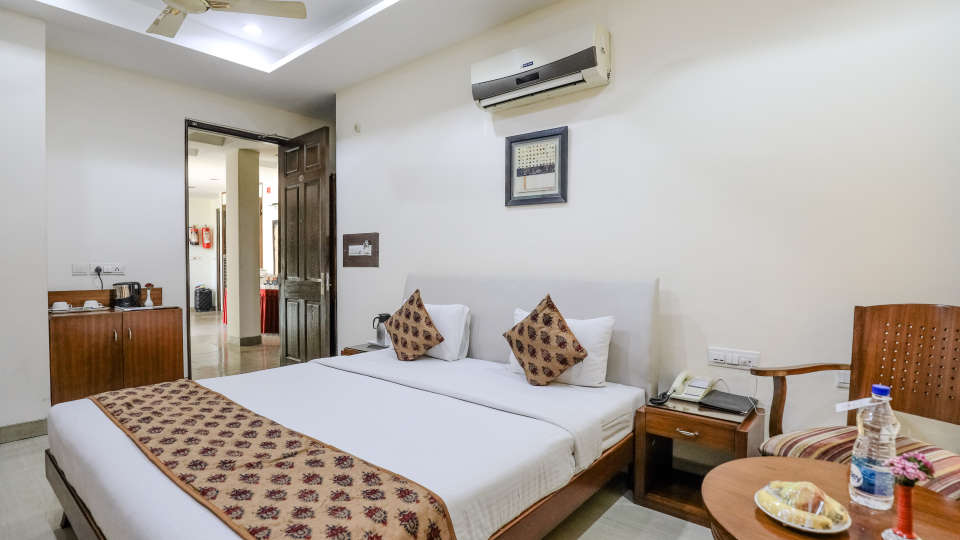 2Rooms at Cosy Grand Hotel RK Puram 3-Star Delhi Hotel
