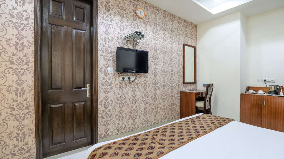 3Rooms at Cosy Grand Hotel RK Puram 3-Star Delhi Hotel