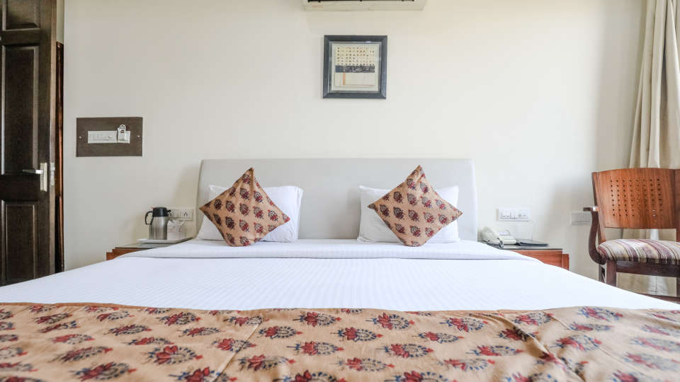 4Rooms at Cosy Grand Hotel RK Puram 3-Star Delhi Hotel