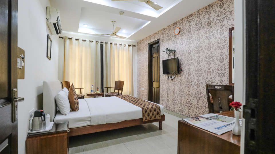 Hotel rooms in Delhi_Cozy Grand Hotel Rk Puram_Hotels_Near AIIMS Delhi 1