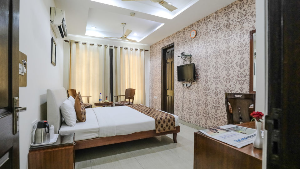 Hotel rooms in Delhi_Cozy Grand Hotel Rk Puram_Hotels_Near AIIMS Delhi 1