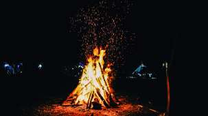 blaze-blazing-bonfire-1629159 2