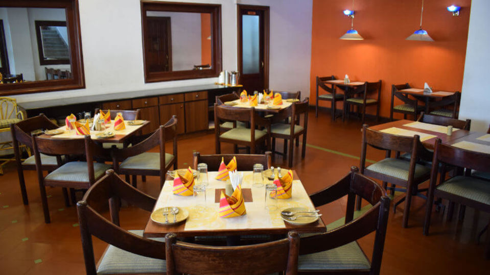 Restaurant in Kochi, Multicuisine Restaurant in Kochi, Hotel Abad Metro, Kochi