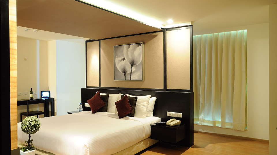 Deluxe Rooms at Davanam Sarovar Portico Bangalore, Hotels in Bangalore 2