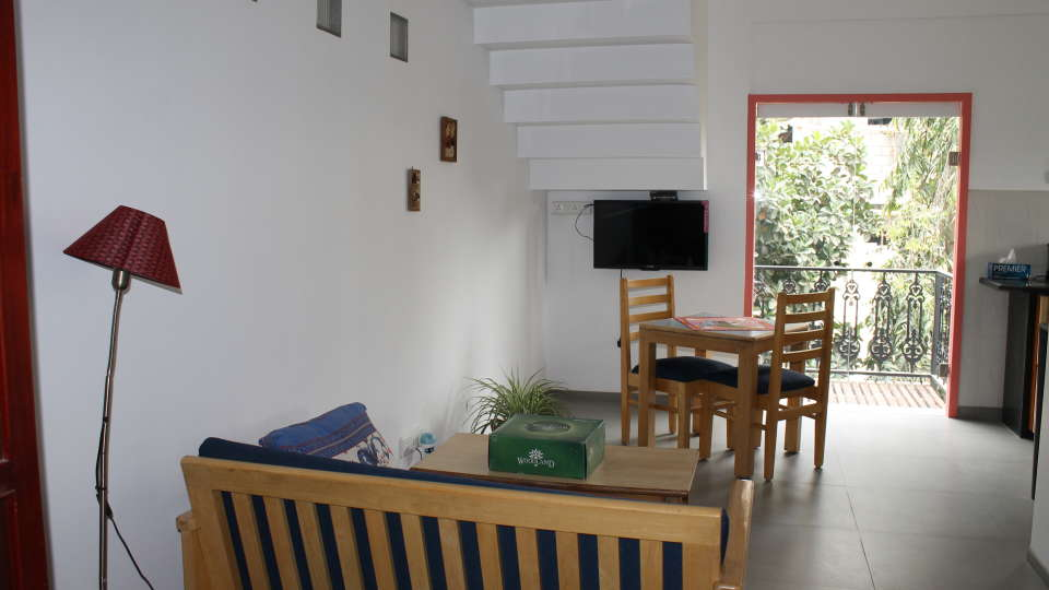 Casa Cottage Hotel, Bangalore Bangalore Casa Milton - Cooke Town - Furnished Apartment - Studio - Living Room 2