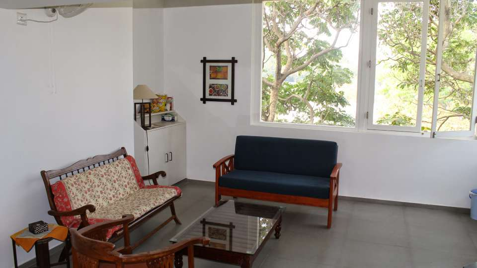 Casa Cottage Hotel, Bangalore Bangalore Casa Milton - Cooke Town - Furnished Apartment 2 BHK - Living Room 3