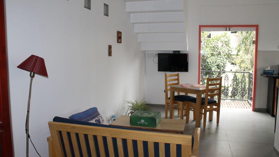 Casa Cottage Hotel, Bangalore Bangalore Casa Milton - Cooke Town - Furnished Apartment - Studio - Living Room 2
