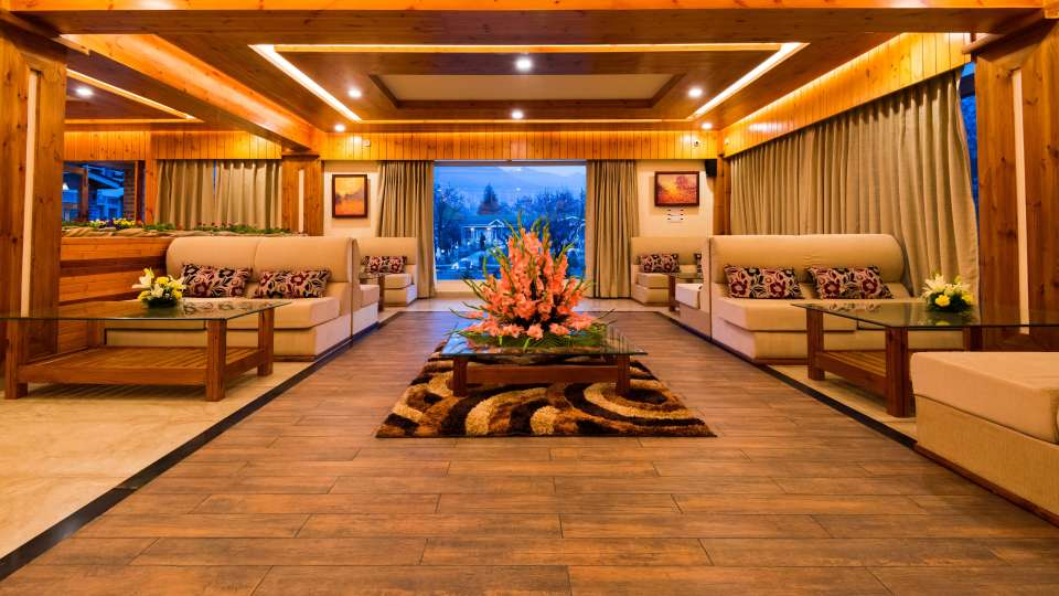 Lobby Orchard Retreat Spa Srinagar, Best Resort in Srinagar 2