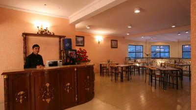 Cafe in shop Sarovar Portico Badrinath