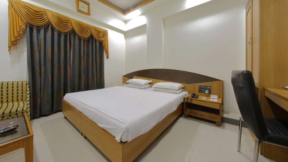 Hotel Summit, Ahmedabad Ahmedabad  T8 1752