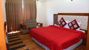 Manla Homes Shimla Hotel Resort Luxury Room 2