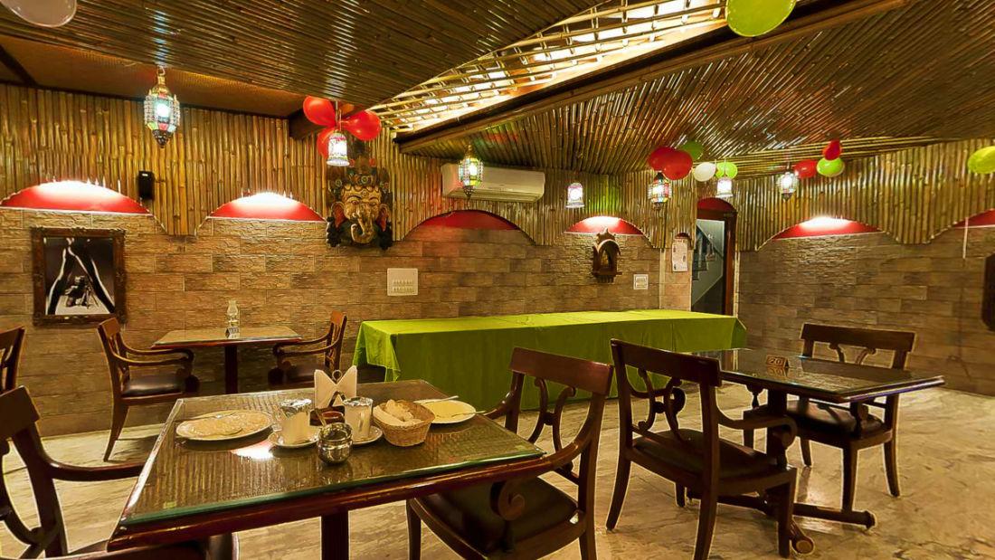 Hotel Hari Piorko New Delhi Indoor restaurant Hotel Hari Piorko Delhi 1