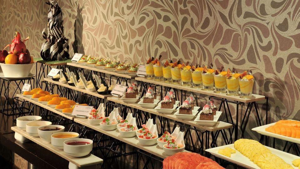 White Violet Restaurant at Hotel Majestic Court Sarovar Portico Navi Mumbai 7