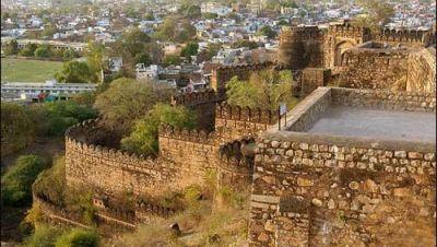 Jhansi Fort,near nataraj sarovar portico, hotel near jhansi railway station