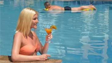 Pool Phoenix Park Inn Resort Goa 1