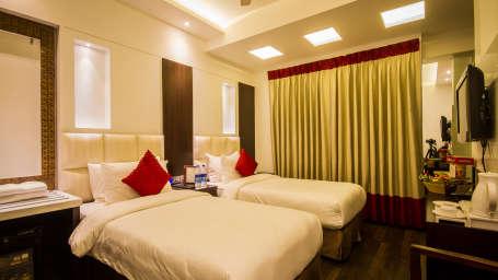 Standard Room hotels in paharganj Grand Godwin New Delhi 4