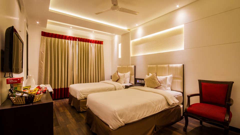 Executive Room Hotel Godwin Deluxe New Delhi 6