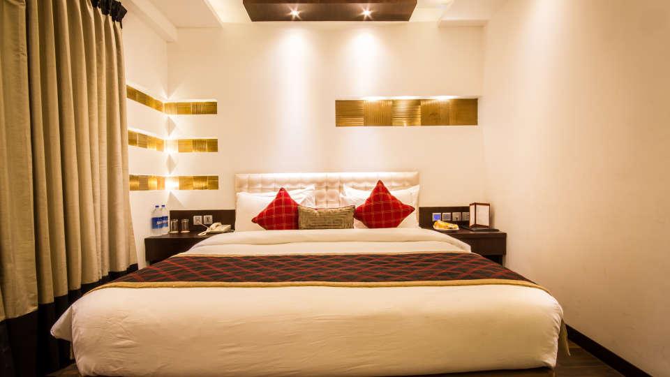 Studio Room Hotel Godwin Deluxe New Delhi 2