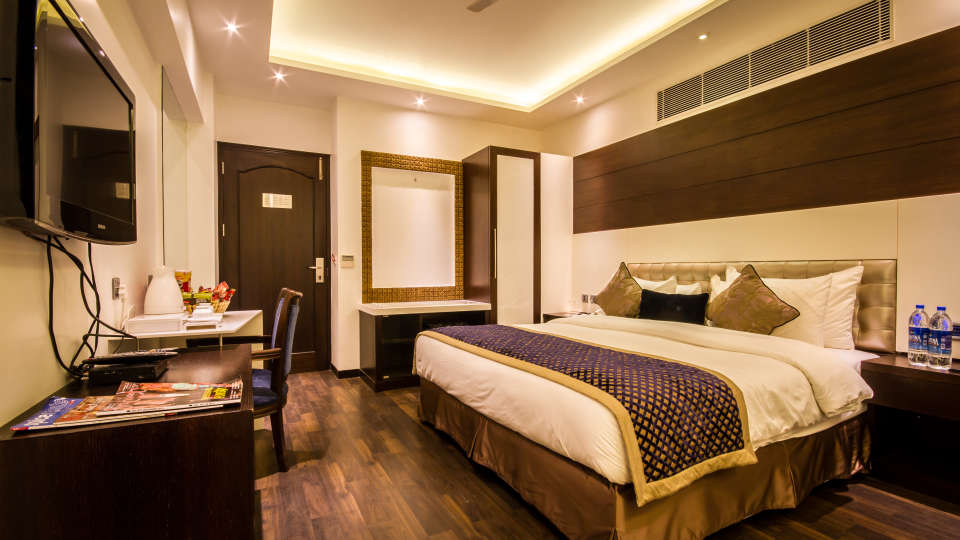 Executive Room Grand Godwin New Delhi 16