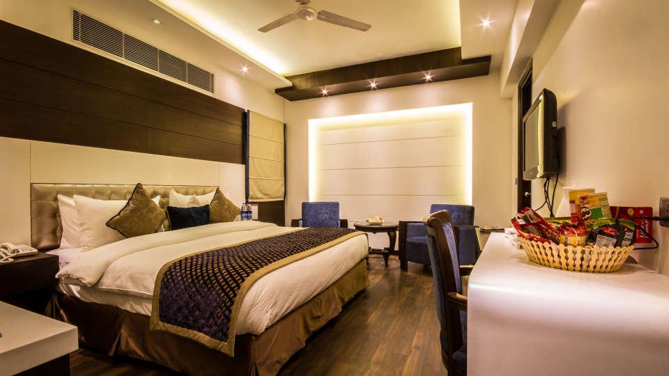 Executive Room Grand Godwin New Delhi 3