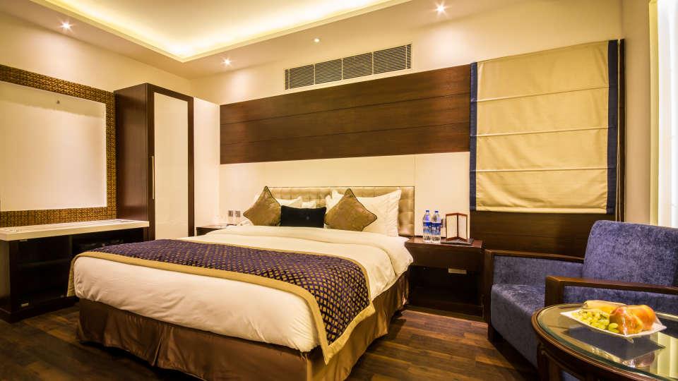 Executive Room Grand Godwin New Delhi 5