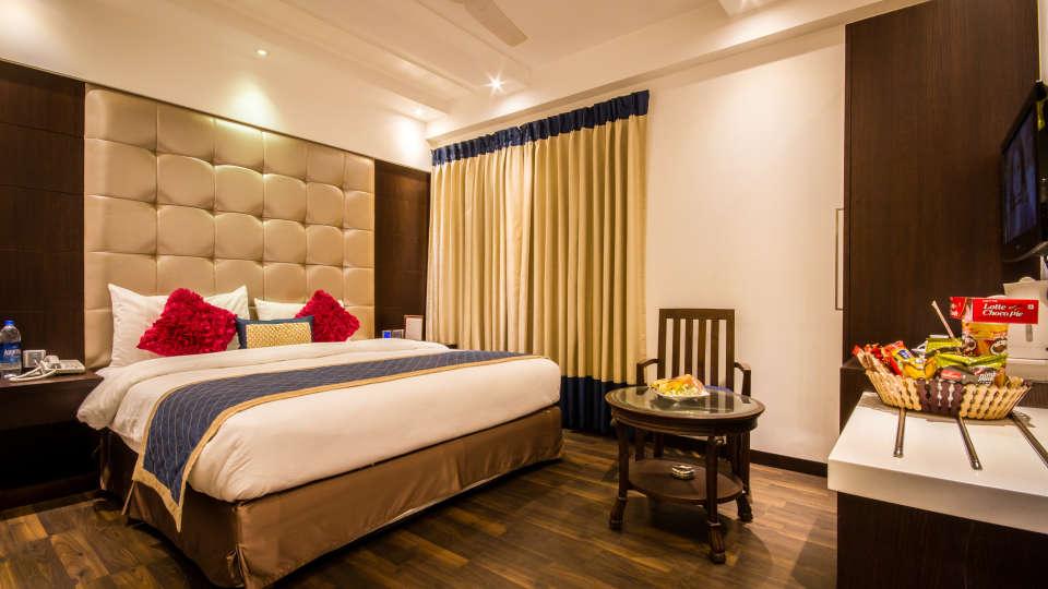 Executive Room Grand Godwin New Delhi 6