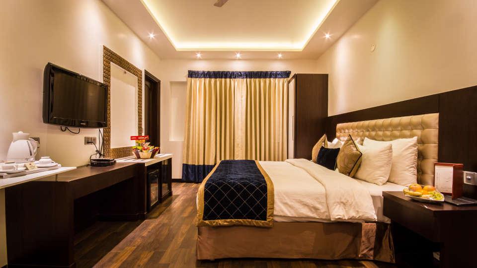 Executive Room Grand Godwin New Delhi 8