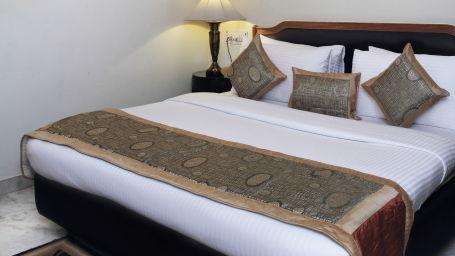 Hotel Hari Piorko - Paharganj, New Delhi New Delhi Deluxe room Hotel Hari Piorko Paharganj New Delhi 4