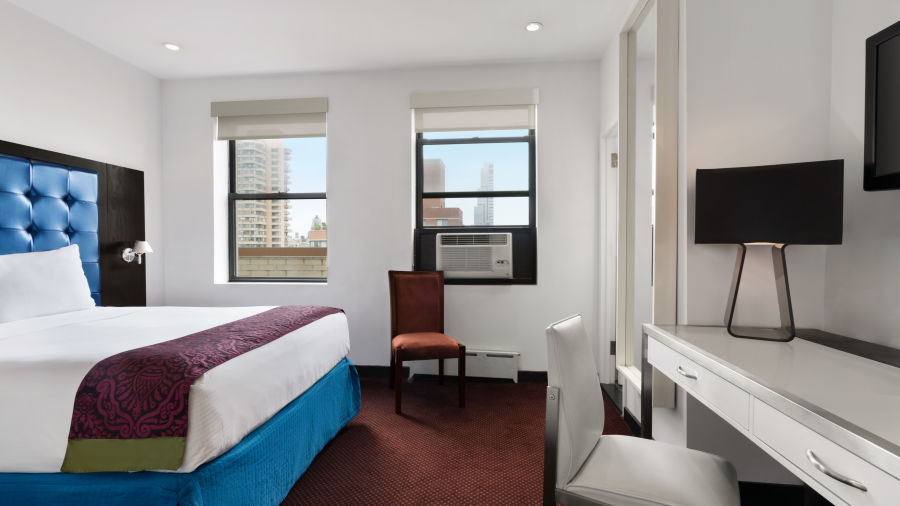 alt-text Premier Club Queen Rooms at Night Hotel Broadway