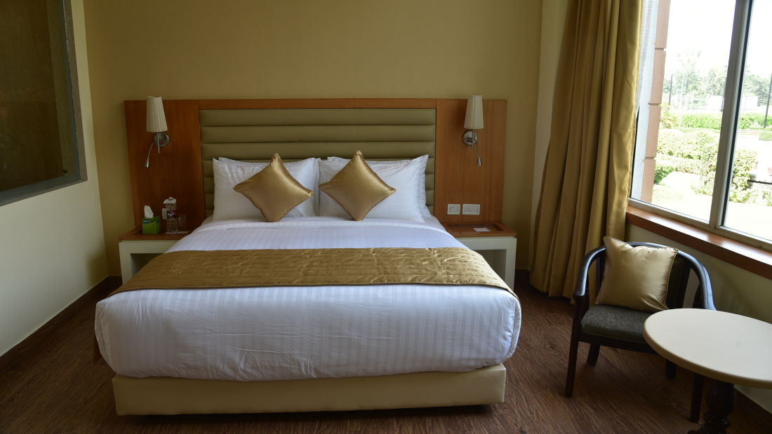 Deluxe Rooms at OPULENT HOTEL BY FERNS N PETALS, Rooms In New Delhi,Deluxe Rooms In Delhi 3