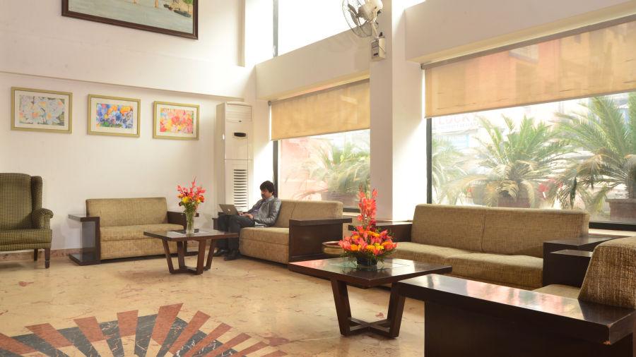 Lobby of Le ROI Delhi Hotel Paharganj
