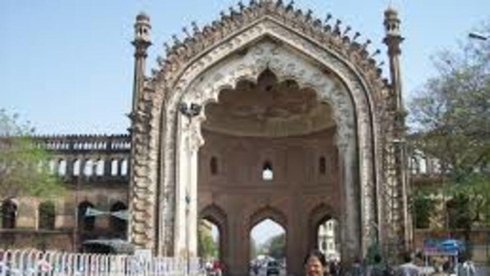 Rumi Darwaza, La place sarovar portico lucknow, lucknow hotels