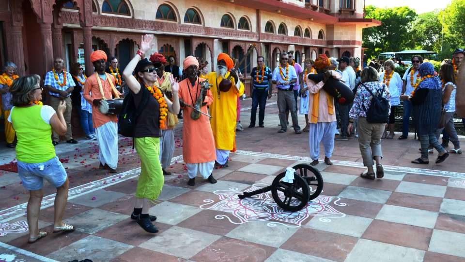 Umaid Lake Palace Dausa  Traditional Welcome on arrival with Folk Musicians 3