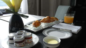 room service_Cosy grand hotel Rk Puram_Hotel Near JNU