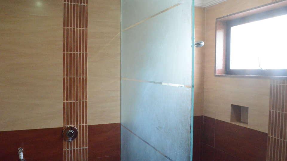 Lytton Hotel, Kolkatta Kolkata Bathroom Lytton Hotel Kolkata 3