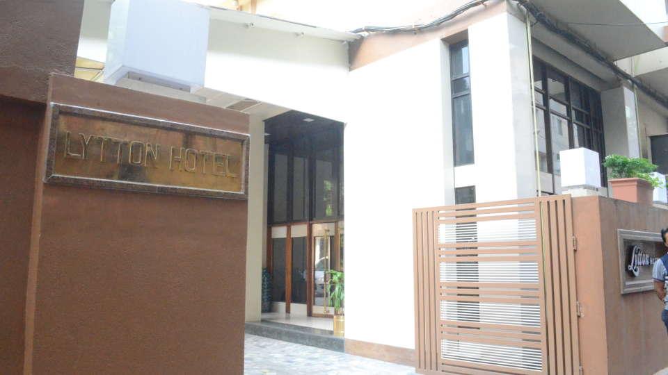 Lytton Hotel, Kolkatta Kolkata Entrance Lytton Hotel Kolkata 2