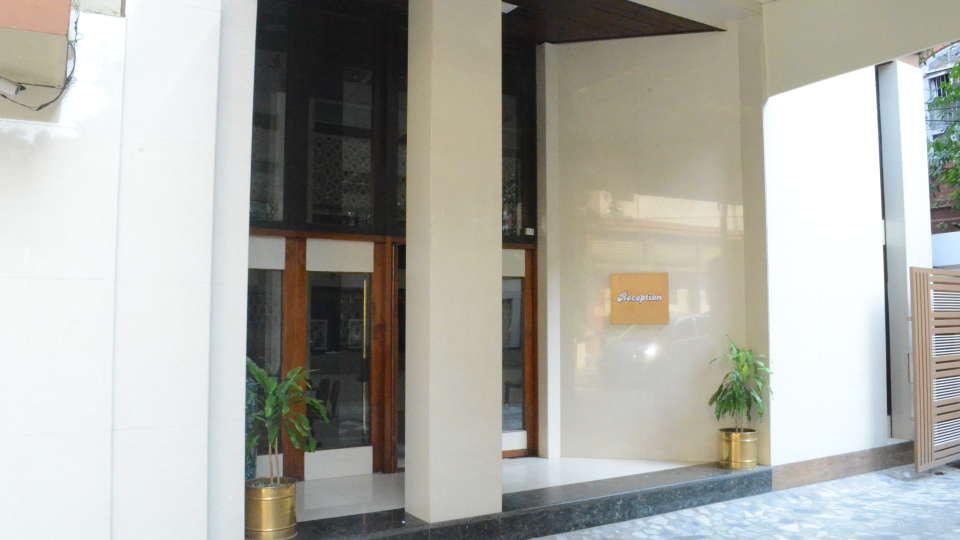 Lytton Hotel, Kolkatta Kolkata Entrance Lytton Hotel Kolkata