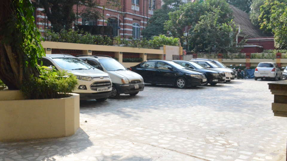 Lytton Hotel, Kolkatta Kolkata Parking Lytton Hotel Kolkata