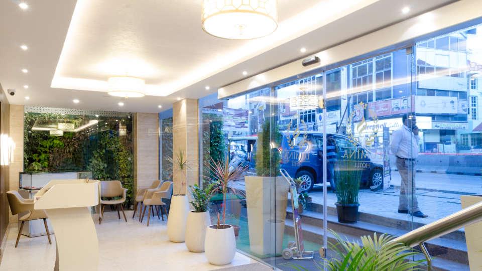 Lobby Reception SS Lumina Hotel - Koramangala Bangalore 4