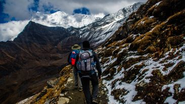 adventure-backpacker-cliffs-914128
