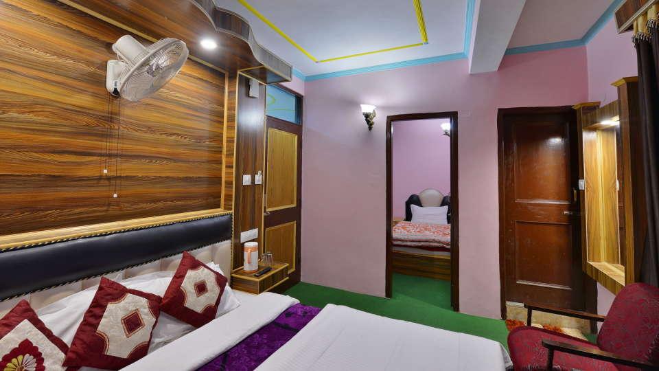 Hotel Vikrant Inn, Manali Manali INTERCONNECT TRIPLE BED Hotel Vikrant Inn Manali 1