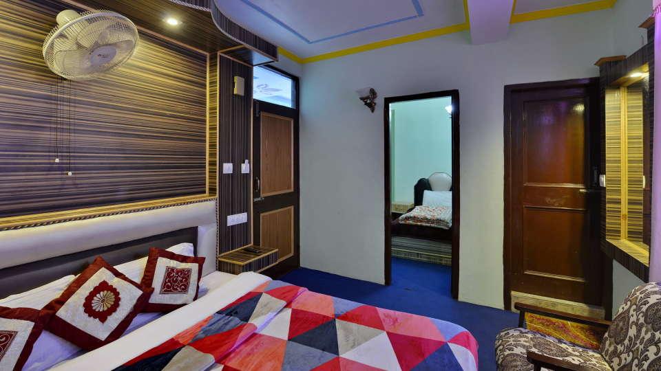 Hotel Vikrant Inn, Manali Manali INTERCONNECT TRIPLE BED Hotel Vikrant Inn Manali 2