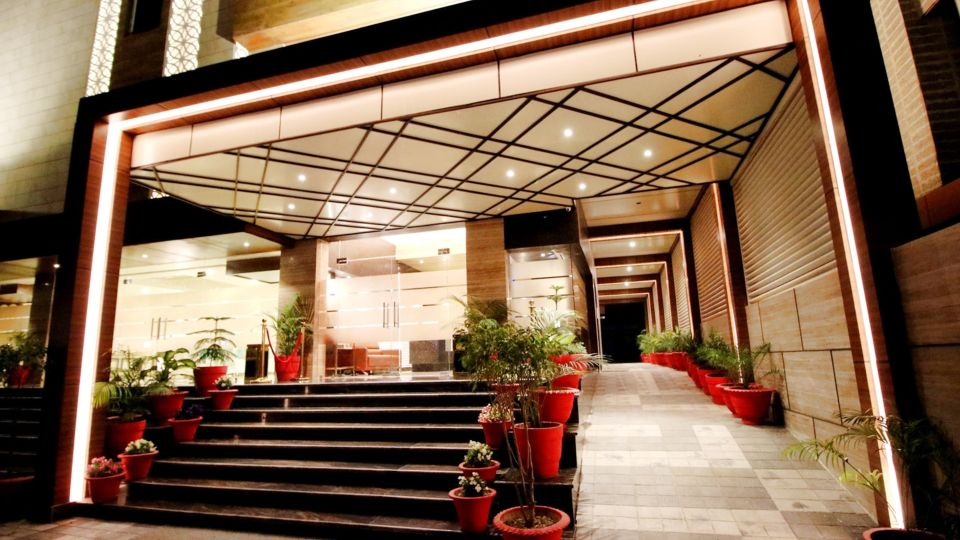 Entrance of Pinnacle by 1589 Hotels, hotel in Transport Nagar