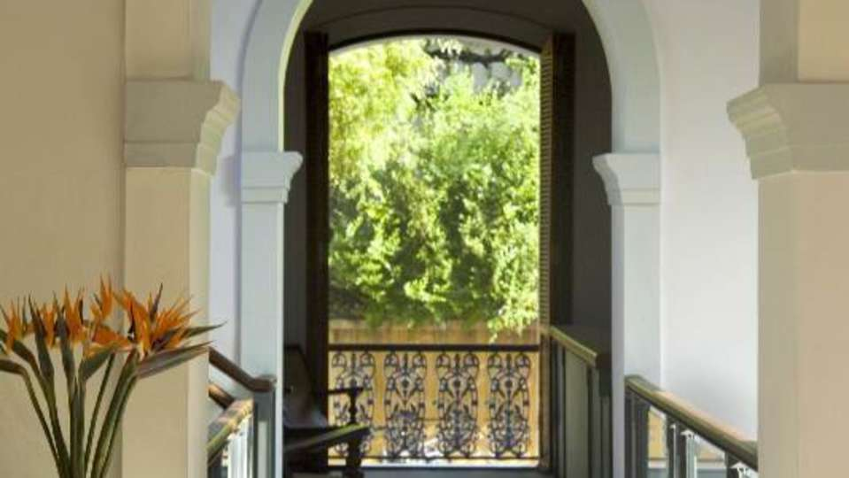 Facade at Hotel Le Dupliex Pondicherry 4