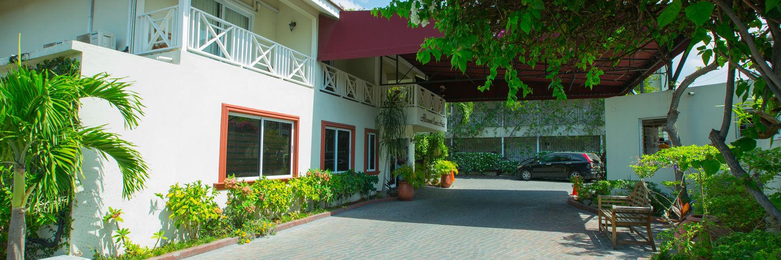 Hotel port cochere 1