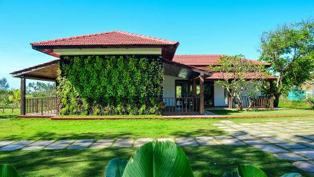Beach Villa Exterior 4
