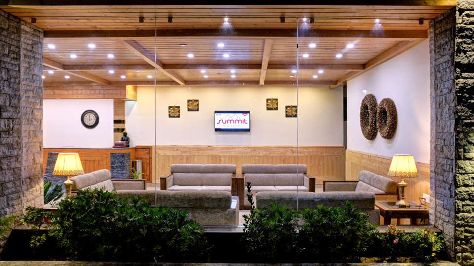 Lobby Summit Chandertal Regency Hotel Spa Manali Hotels in Manali 1