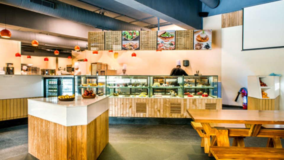 Zolo Crust Restaurant in Hotel Clarks Amer Jaipur - Best Food in Jaipur